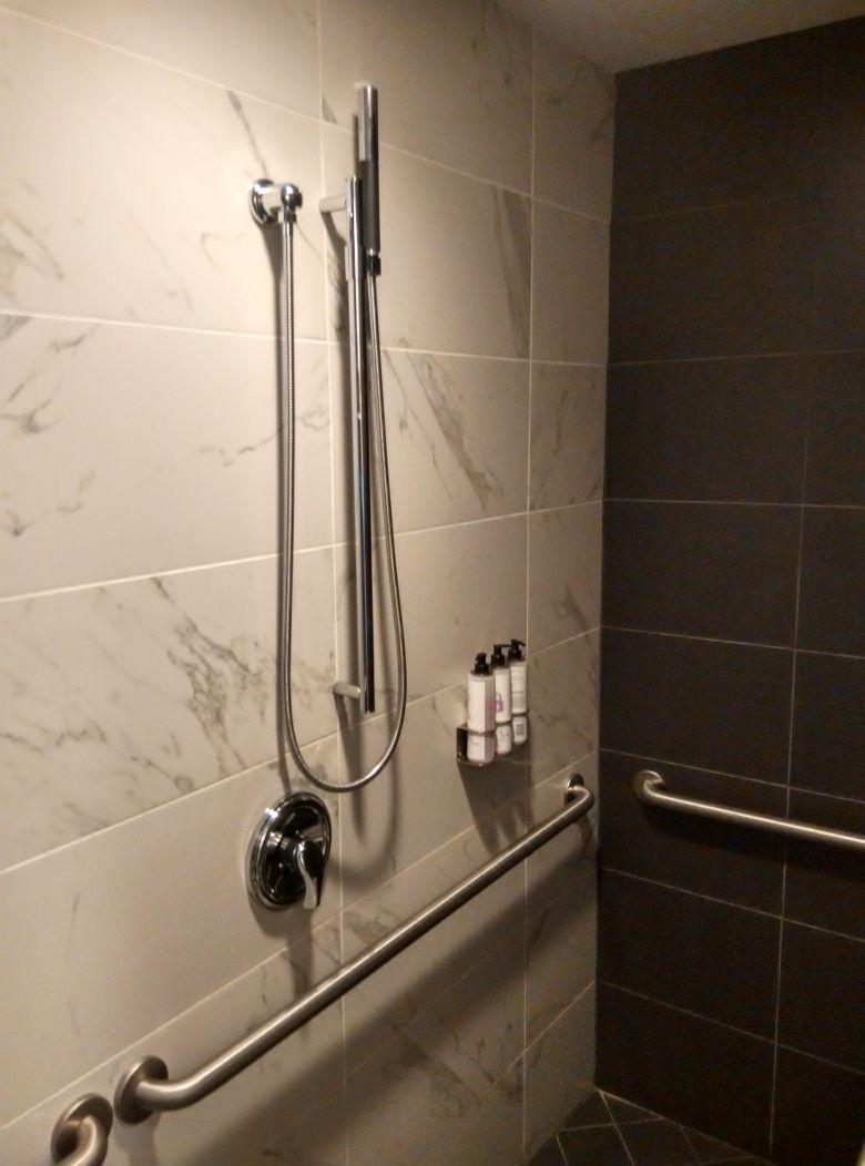 iad-virgin-atlantic-lounge-shower-2