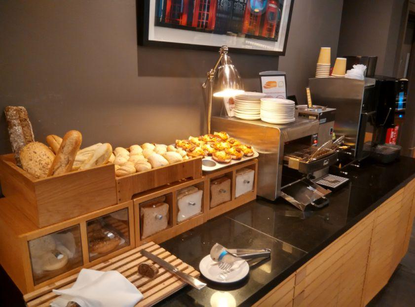 hilton-angel-islington-breakfast-bread