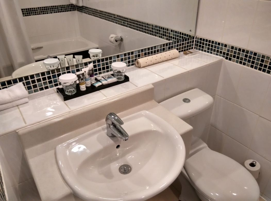 mercure-manchester-piccadilly-bathroom