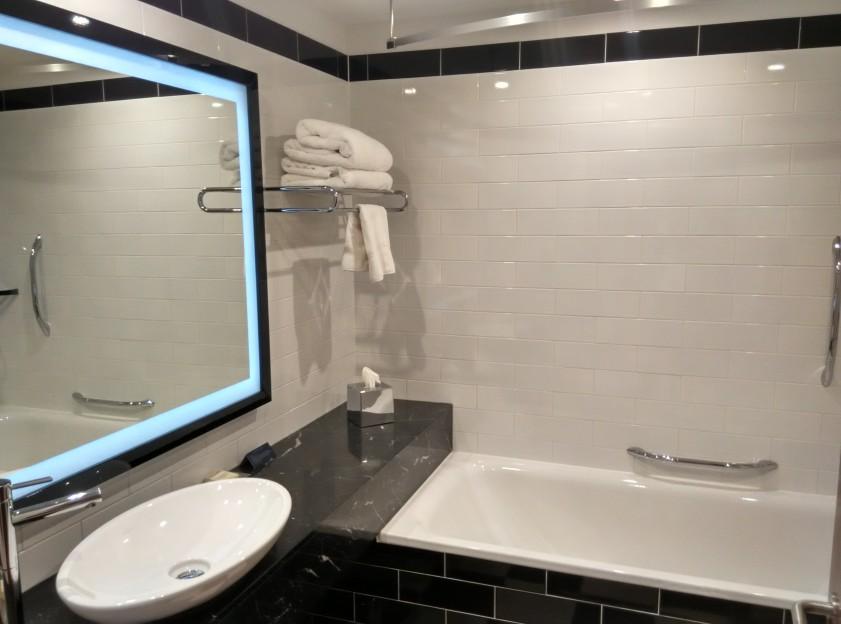 holiday-inn-wembley-bathroom