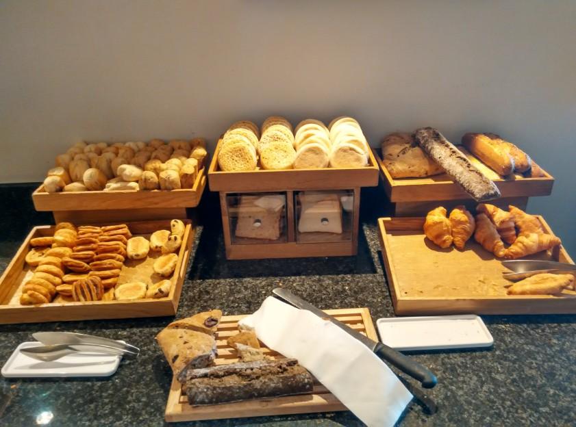 holiday-inn-wembley-breakfast-bread