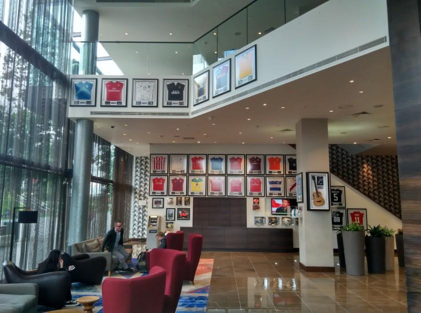 holiday-inn-wembley-lobby
