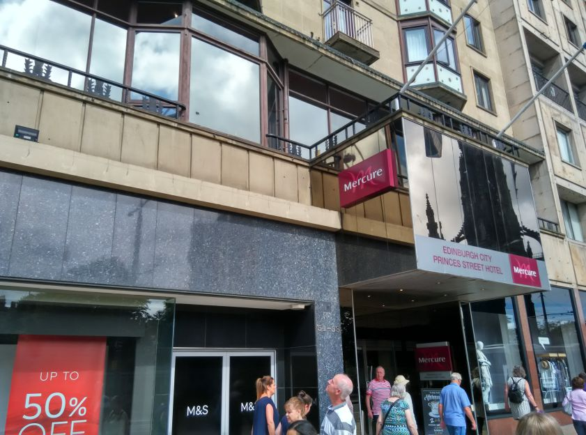 mercure-edinburgh-princes-street-entrance