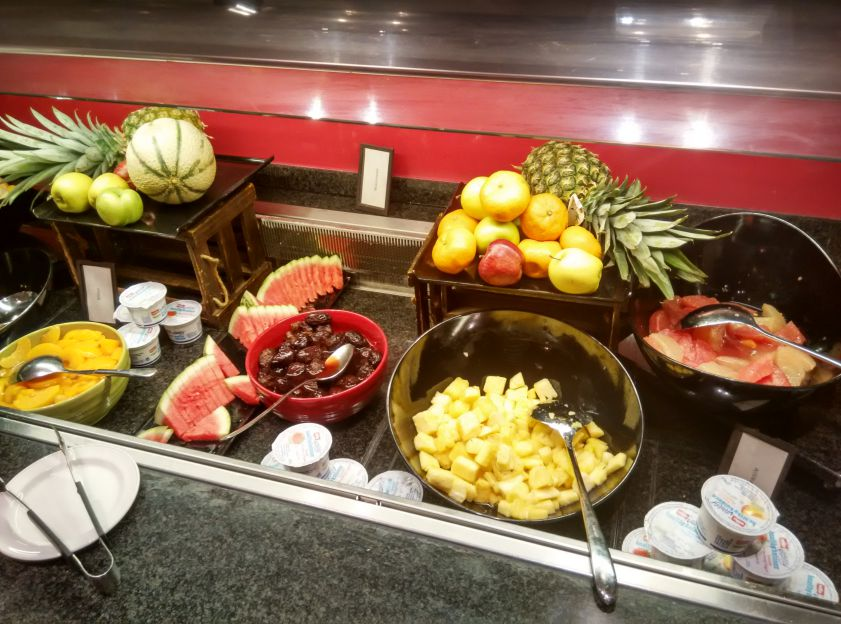 hilton-london-olympia-breakfast-fruits