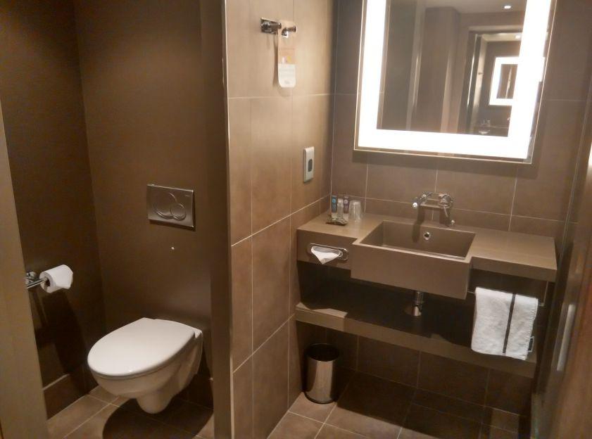 novotel-london-tower-bridge-bathroom-2