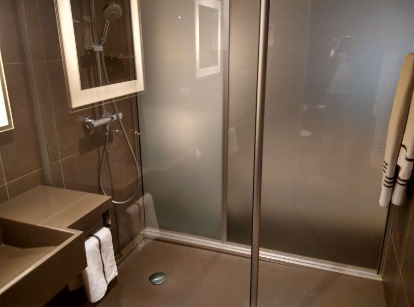 novotel-london-tower-bridge-bathroom
