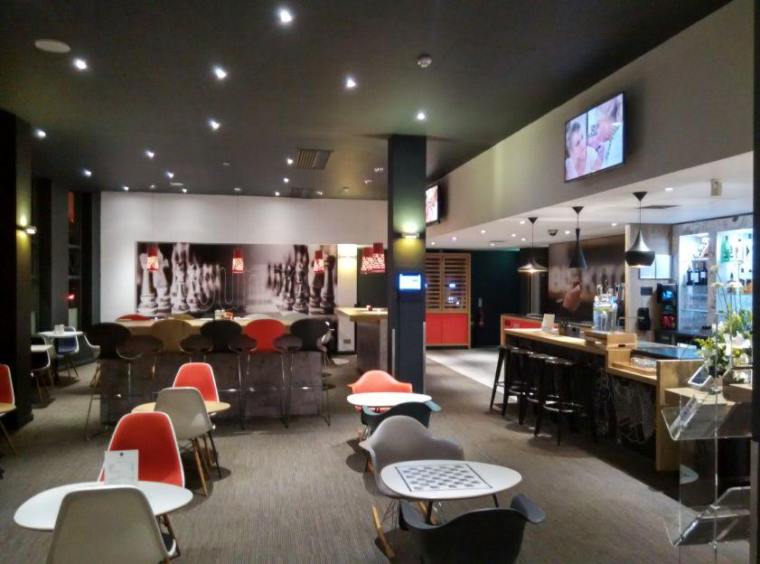 ibis-london-stratford-bar