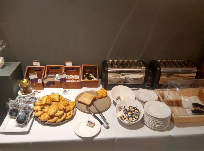 mercure-leicester-breakfast-bread