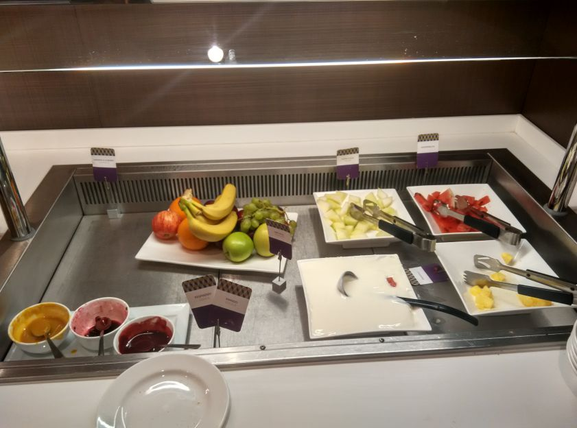 mercure-leicester-breakfast-fruits