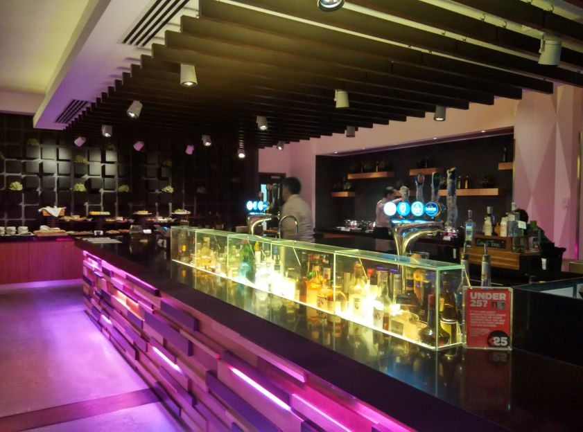 novotel-london-brentford-bar