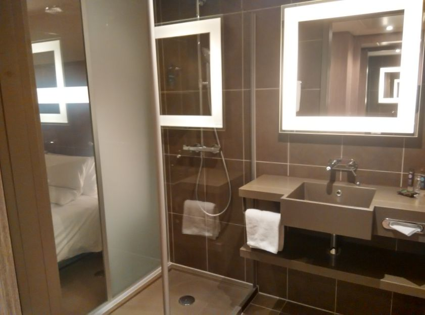 novotel-london-brentford-bathroom