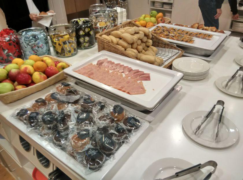 hampton-london-gatwick-breakfast-continental