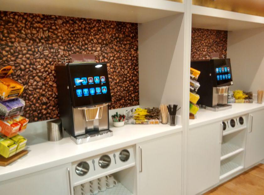 hampton-london-gatwick-breakfast-drinks
