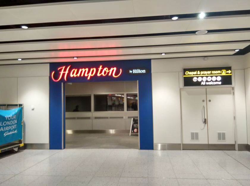hampton-london-gatwick-entrance