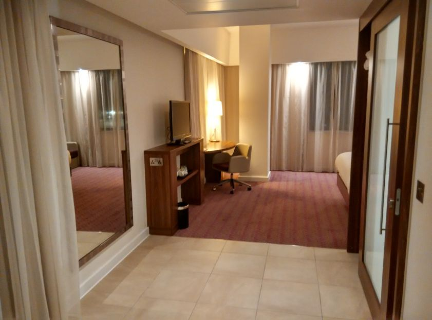 hampton-london-gatwick-room-1