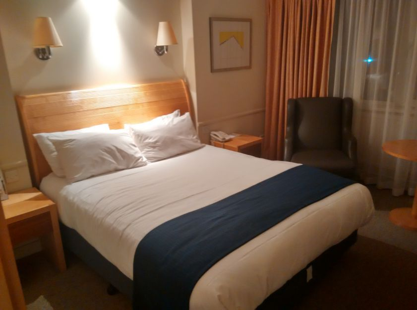 holiday-inn-basildon-room