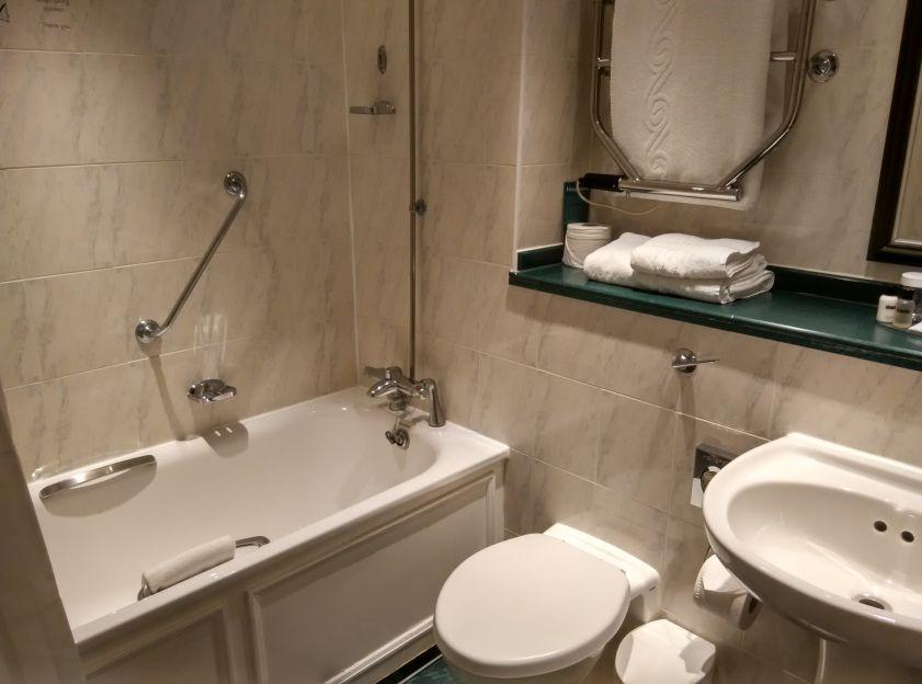 thistle-barbican-bathroom