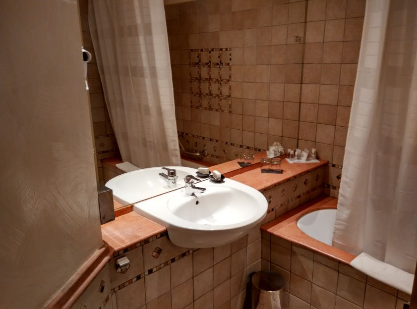 le-meridien-marrakech-bathroom-2